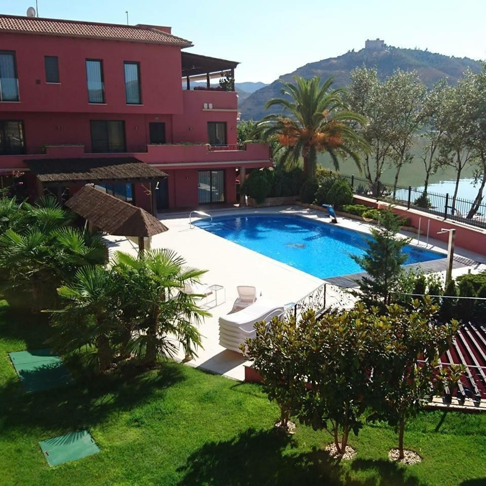 Exclusive pool at Ebro-Fishing